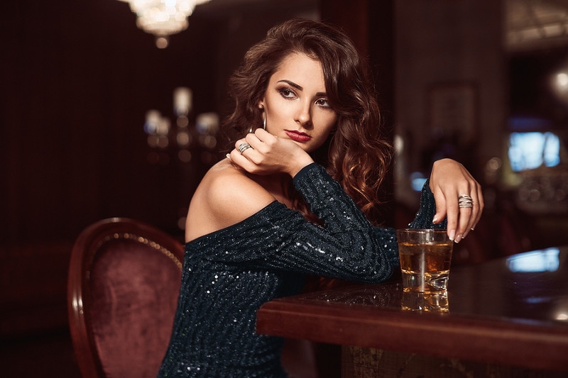 Six Reasons To Date A Girl Who Drinks Whiskey